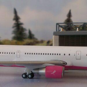 "Herpa 562393 Boeing 767-400 Delta Air Lines ""Pinke Pla Modellismo"