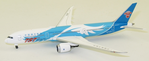 Herpa 533300 Boeing 787-9 Dreamliner China Southern Airlines